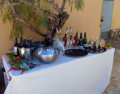 Your drinks buffet ready for consumption is an advantages of Party Catering